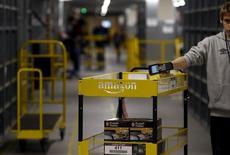 Amazon a annoncé vendredi qu'il comptait créer des milliers d'emplois en Europe cette année, dont plus de 2.500 en Grande-Bretagne, dans le cadre de son expansion sur le Vieux-Continent. /Photo prise le 3 décembre 2015/REUTERS/Kacper Pempel