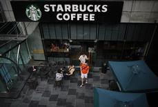 Customers walk out of a Starbucks coffee store in Shanghai July 28, 2014.  REUTERS/ Carlos Barria