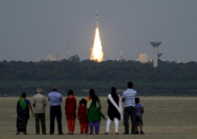 People watch as India's Geosynchronous Satellite Launch Vehicle (GSLV-D6) blasts off carrying a 2117 kg GSAT-6 communication satellite from the Satish Dhawan space centre at Sriharikota, India, August 27, 2015. REUTERS/Stringer/Files
