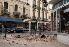 Destroços vistos em Melilla após terremoto na Espanha.  25/01/2016    REUTERS/Jesus Blasco de Avellaneda