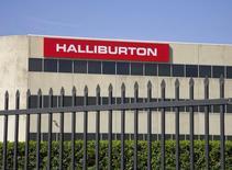 Офис Halliburton в Хьюстоне. 6 апреля 2012 года. Прибыль нефтесервисной компании Halliburton Co превзошла прогноз аналитиков в четвертом квартале благодаря значительному сокращению расходов. REUTERS/Richard Carson