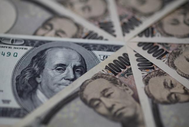 1月26日、正午のドル/円は、前日ニューヨーク市場午後5時時点に比べてわずかにドル安/円高の118.23/25円の気配。写真は都内で2013年2月撮影(2016年 ロイター/Shohei Miyano)
