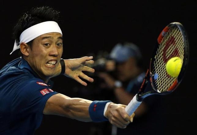 1月26日、テニスの四大大会初戦、全豪オープンはメルボルンで男子シングルス準々決勝を行い、第7シードの錦織圭は第1シードのノバク・ジョコビッチ(セルビア)に3─6、2─6、4─6で敗れた(2016年 ロイター/Tyrone Siu)