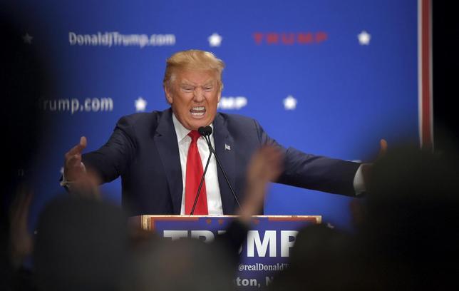 1月26日、トランプ氏が米国のバブル崩壊に懸念を表明した。写真はニューハンプシャー州の集会で25日撮影(2016年 ロイター/Gretchen Ertl)