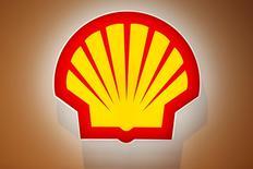 El logo de Shell fotografiado en una conferencia en París, Francia. 2 de junio de 2015. Los accionistas de la petrolera Royal Dutch Shell aprobaron el miércoles la adquisición por 49.000 millones de dólares de BG Group, despejando uno de los últimos obstáculos pendientes para sellar un acuerdo que creará la mayor operadora global de gas natural licuado (GNL). REUTERS/Benoit Tessier