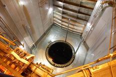EDF a validé le prix qu'il entend proposer pour prendre le contrôle de l'activité réacteurs d'Areva, valorisée à 2,5 milliards d'euros. Le groupe précise que ce montant, pour 100% du capital d'Areva NP, pourrait être ajusté à la hausse comme à la baisse en fonction des comptes établis et faire l'objet d'un versement complémentaire d'un maximum de 350 millions d'euros en fonction des performances futures de la société. /Photo d'archives/REUTERS/Benoît Tessier