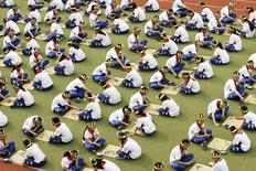"Students play the board game ""Go"", known as ""Weiqi"" in Chinese, during a competition to mark the 100-day countdown to the opening of Beijing Olympics at a primary school in Suzhou, Jiangsu province, in this April 30, 2008 file photo.  REUTERS/China Daily/Files"