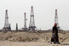 Нефтяное месторождение Румайла в Басре. 26 января 2016 года. Цены на нефть снижаются после 3-процентного повышения в среду, вызванного надеждой рынка на сотрудничество России с ОПЕК. REUTERS/Essam Al-Sudani