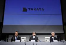 Takata Corp Chief Executive Shigehisa Takada (C), flanked by Chief Financial Officer Yoichiro Nomura and Senior Vice President Hiroshi Shimizu (L), attends a news conference in Tokyo, Japan, June 25, 2015. REUTERS/Yuya Shino
