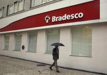 Una sucursal del Banco bradesco, en el centro de Río de Janeiro. 14 de agosto de 2014. Banco Bradesco SA, el segundo mayor prestamista del sector privado de Brasil, superó el jueves las estimaciones de ganancias en el cuarto trimestre gracias a que un aumento mayor que el previsto en su margen de intereses ayudó a compensar un incremento en las provisiones para insolvencias. REUTERS/Pilar Olivares
