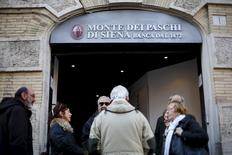 L'Italie est prête à lancer dans deux mois un mécanisme pour aider les banques du pays à se défaire de leurs créances douteuses et ne prévoit pas de plafonner le montant de la dette que l'Etat peut garantir dans le cadre de cette initiative. /Photo prise le 21 janvier 2016/REUTERS/Max Rossi