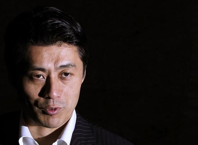 1月29日、民主党の細野豪志政調会長(写真)は、ロイターのインタビューで、甘利明・前経済再生担当相の辞任は、アベノミクスが曲がり角にきていることの象徴だとの見方を示した。2012年6月撮影(2016年 ロイター/Yuriko Nakao)