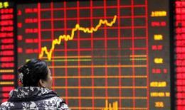 La Bourse de Shanghai a fini en nette hausse vendredi, effaçant ainsi une partie de ses pertes du début de la semaine, mais le mois de janvier se solde par une chute de 22,6%, sa pire performance depuis octobre 2008, lors de la crise financière mondiale. /Photo prise le 29 janvier 2016/REUTERS/China Daily