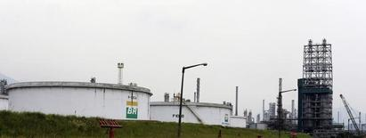 Refinaria da Petrobras em Cubatão (SP). 25/02/2015. REUTERS/Paulo Whitaker