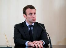 """Le ministre de l'Economie Emmanuel Macron, qui présentait vendredi ses voeux à la presse, a demandé d'exploiter les 18 mois d'ici l'élection présidentielle pour """"aller plus loin dans les réformes"""" et d'engager des débats pour """"pour essayer de réformer en profondeur certains aspects de notre vie économique."""" /Photo prise le 25 janvier 2016/REUTERS/Maxim Shemetov"""