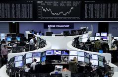 Les Bourses européennes ont clôturé en nette hausse, soutenues par la décision surprise de la Banque du Japon (BoJ) de faire basculer l'un de ses principaux taux d'intérêt en territoire négatif, ainsi que par une croissance américaine moins forte que prévue, laissant les investisseurs espérer une remontée plus lente des taux de la Réserve fédérale. Le CAC 40 a gagné 2,19% et le DAX, à Francfort, 1,64%. /Photo prise le 29 janvier 2016/REUTERS/Staff