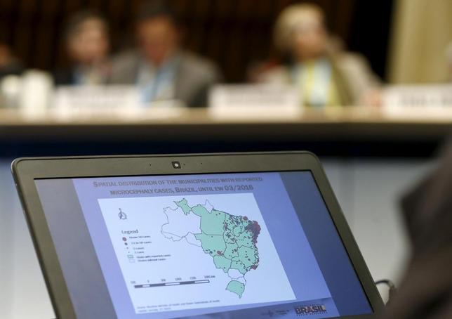 2月1日、ブラジルのカストロ保健相は、蚊が媒介する「ジカ熱」に感染しても症状が現れないケースが多く、流行は予想以上に深刻であるとの認識を示した。ジュネーブの世界保健機関で1月撮影(2016年 ロイター/DENIS BALIBOUSE)