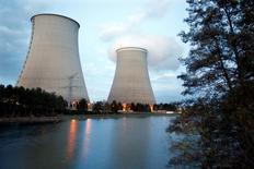 La centrale nucléaire de Nogent-Sur-Seine. EDF a légèrement dépassé l'an passé ses prévisions de production d'électricité nucléaire et compterait augmenter encore cette production en 2017 et en 2018, selon Les Echos. /Photo prise le 13 novembre 2015/REUTERS/Charles Platiau