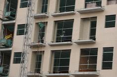 El valor de mercado de los activos inmobiliarios de Axiare Patrimonio se incrementó un 11,8 por ciento en base comparable, en un contexto de mejora de los precios y de apetito por el mercado inmobiliario. En la imagen, un trabajador en unas obras de construcción en Madrid, España. El 29 de enero de 2016. REUTERS/Sergio Perez