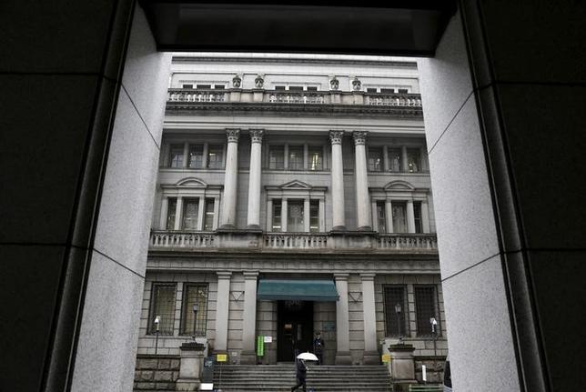 2月3日、日銀はマイナス金利政策導入にともない適用される3つの金利の当座預金残高の規模について当初のめどを発表した。写真は日銀本店。1月撮影(2016年 ロイター/Yuya Shino)