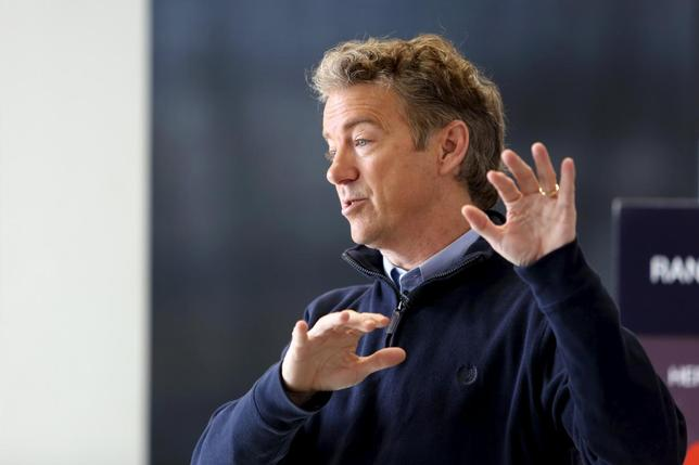 U.S. Republican presidential candidate Senator Rand Paul talks to supporters at a campaign stop at the National Sprint Car Hall of Fame and Museum in Knoxville, Iowa, January 29, 2016. REUTERS/Scott Morgan