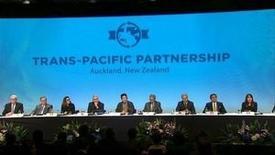 Fotograma de un video que muestra a los representantes de los 12 países incluídos en el Acuerdo Trans-Pacífico de Asociación Económica (TPP), en la ceremonia de firmas, en Auckland , Nueva Zelanda. 4 de febrero de 2016. REUTERS/New Zealand Pool/via Reuters TV  ATENCIÓN EDITORES - SOLO PARA USO EDITORIAL. NO ESTÁ A LA VENTA Y NO SE PUEDE USAR EN CAMPAÑAS PUBLICITARIAS. ESTA IMAGEN HA SIDO ENTREGADA POR UN TERCERO Y SE DISTRIBUYE EXÁCTAMENTE COMO LA RECIBIÓ REUTERS COMO UN SERVICIO A SUS CLIENTES.