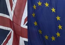 """Paris peut-il remplacer Londres comme capitale financière de l'Union européenne à la faveur d'un """"Brexit"""" ? Cette question n'agite guère la place de Paris, tant ses banquiers et financiers doutent qu'ils aient grand chose à y gagner si les électeurs britanniques choisissent de sortir de l'Union européenne. Au contraire.   /Photo d'archives/REUTERS/Toby Melville"""