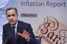 Глава Банка Англии Марк Карни выступает на пресс-конференции в Лондоне. Банк Англии снизил прогноз экономического роста в четверг из-за ухудшения глобальных перспектив, а единственный регулятор, выступавший в поддержку повышения ключевой ставки, неожиданно поменял мнение. REUTERS/Niklas Hall'en/Pool