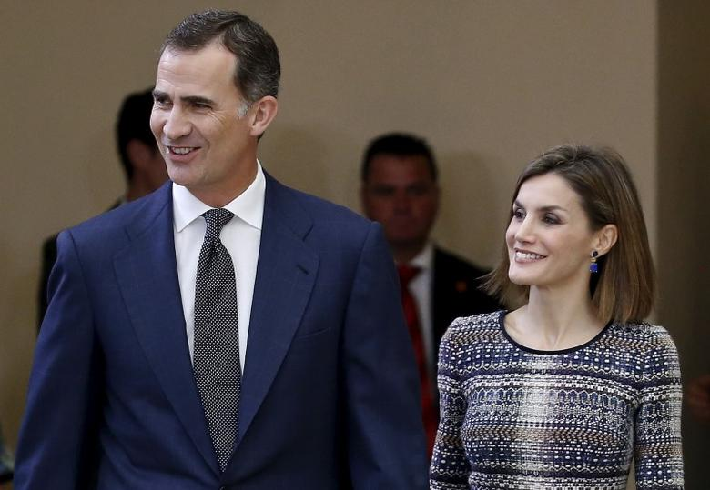 Spain's King Felipe (L) and Queen Letizia arrive for a sports award ceremony at El Pardo palace, outside Madrid, Spain, November 17, 2015. REUTERS/Andrea Comas