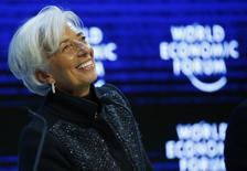 La directora gerente del Fondo Monetario Internacional (FMI), Christine Lagarde, en un evento durante el Foro Económico Mundial en Davos, Suiza, ene 23, 2016. Lagarde dijo el jueves que los bajos precios del petróleo y otras materias primas se mantendrán por algún tiempo y que el organismo multilateral está considerando fortalecer y ampliar una serie de instrumentos financieros preventivos. REUTERS/Ruben Sprich TPX IMAGES OF THE DAY