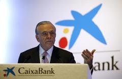 Caixabank tomará una decisión sobre su participación mayoritaria del 44 por ciento en BPI después de que los accionistas del banco decidan si eliminan o no el límite que impide ejercer sus derechos de voto por encima del 20 por ciento del capital. En la imagen, el presidente de CaixaBank, Isidre Faine, gesticula durante la presentación de los resultados de 2015 en una rueda de prensa en la sede central de la compañía en Barcelona, España, el 29 de enero de 2016. REUTERS/Albert Gea