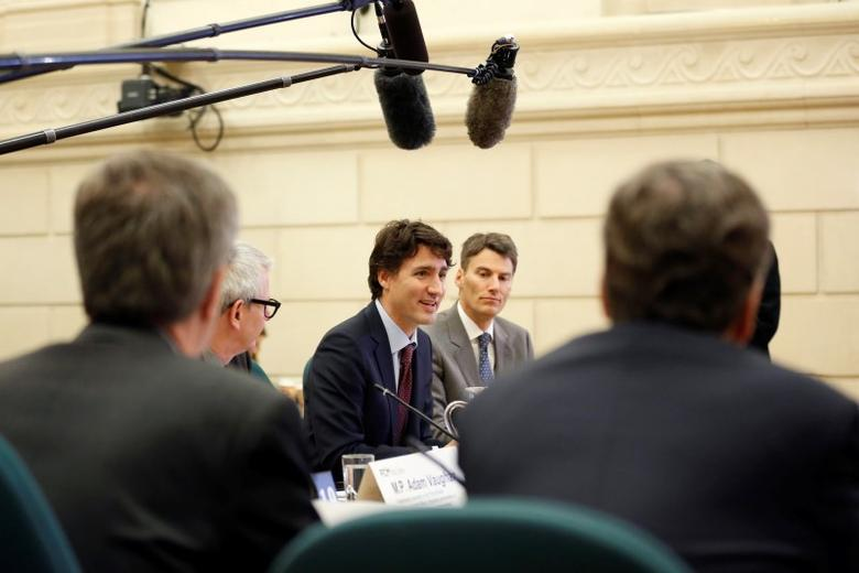 Canada's Prime Minister Justin Trudeau (C) speaks during a meeting with mayors of major Canadian cities on Parliament Hill in Ottawa, Canada, February 5, 2016. REUTERS/Chris Wattie
