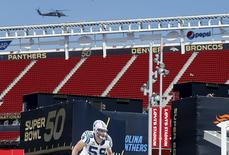 A U.S. military helicopter patrols before NFL Super Bowl 50 outside Levi's Stadium in Santa Clara, California, United States, February 6, 2016. REUTERS/Mike Blake