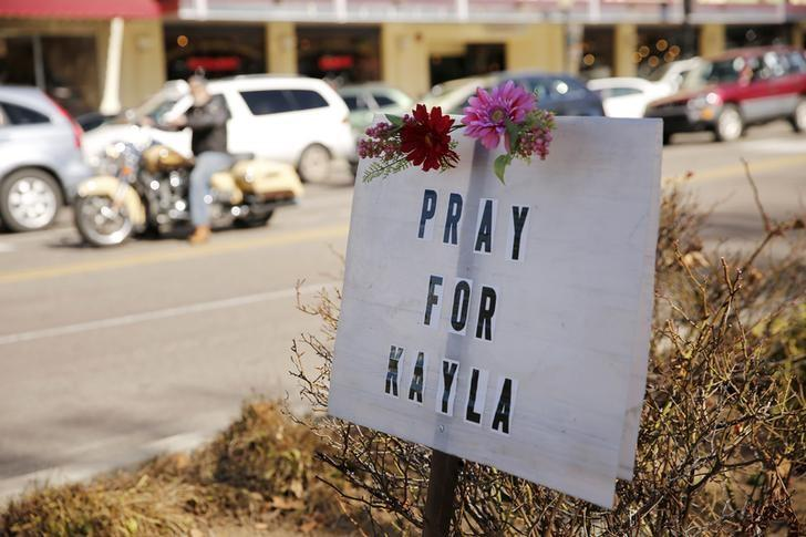 A sign for Kayla Mueller is displayed along a main street in Prescott, February 10, 2015. REUTERS/Nancy Wiechec