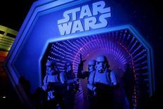 """Walt Disney a publié mardi un chiffre d'affaires trimestriel en hausse de 13,8% grâce notamment au succès du film """"Le Réveil de la Force"""", dernier opus de la saga """"Star Wars""""./Photo prise le 17 décembre 2015/REUTERS/Benoit Tessier"""