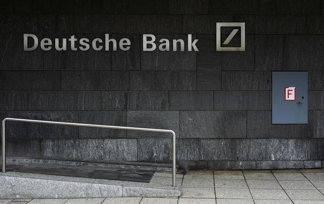 2月9日、30年ぶりの安値に沈んだドイツ銀行の株価を押し上げるという同行経営陣の課題は、極めて実現が困難だ。フランクフルトで1月撮影(2016年 ロイター/Kai Pfaffenbach)