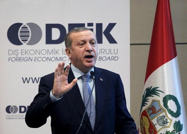 Turkish President Tayyip Erdogan talks at a business forum during a visit in Lima, Peru, February 3, 2016. REUTERS/Janine Costa