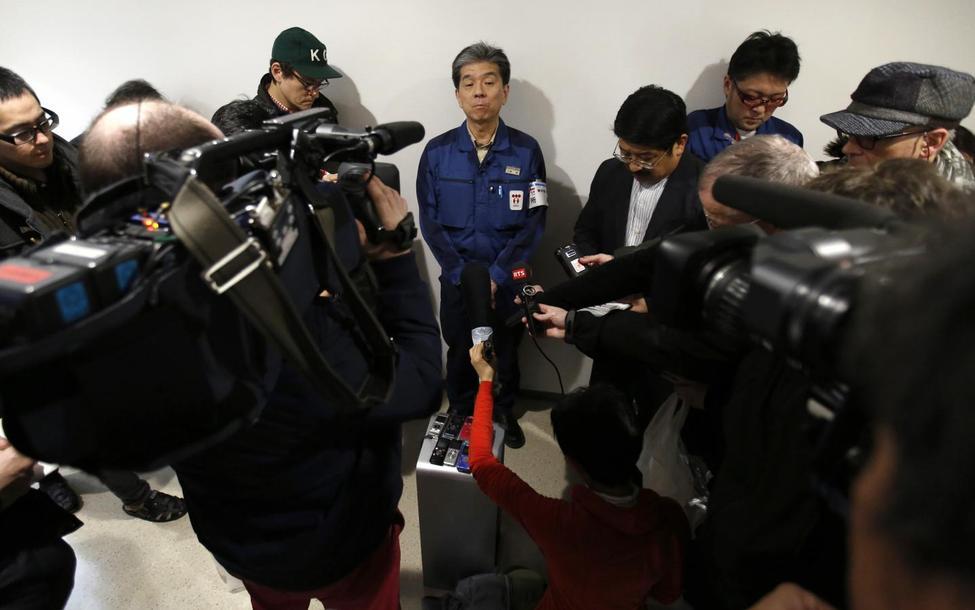 記者の質問に答える福島第1原発の小野明所長。2月10日撮影(2016年 ロイター/Toru Hanai)