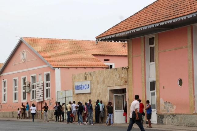 The exterior of Agostinho Neto Hospital, in Praia, Cape Verde, February 11, 2016. To match HEALTH-ZIKA/AFRICA   REUTERS/Julio Rodrigues  FOR EDITORIAL USE ONLY. NO RESALES. NO ARCHIVE.