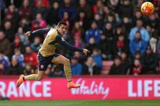 Football Soccer - AFC Bournemouth v Arsenal - Barclays Premier League - Vitality Stadium - 7/2/16 Arsenal's Alexis Sanchez shoots over Action Images via Reuters / Matthew Childs Livepic