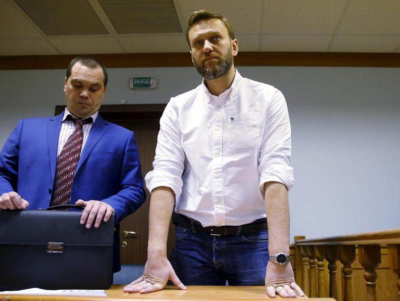 Russian anti-corruption campaigner and opposition figure Alexei Navalny (R) attends a hearing at the Moscow City Court in Moscow, Russia, February 12, 2016. REUTERS/Maxim Shemetov