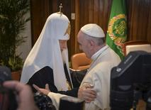 Pope Francis (R) and Russian Orthodox Patriarch Kirill meet in Havana, Cuba February 12, 2016. Pope Francis arrived in Havana on Friday to meet the head of the Russian Orthodox Church nearly 1,000 years after Eastern Orthodoxy split with Rome, marking the first encounter in history between a Roman Catholic pope and a Russian Orthodox patriarch. REUTERS/Adalberto Roque/Pool - RTX26P9A