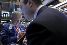 Wall Street n'est nullement épargnée par les turbulences qui secouent les marchés financiers depuis le début de l'année mais certains traders n'en prédisent pas moins un rebond imminent des actions américaines. /Photo prise le 12 février 2016/REUTERS/Brendan McDermid