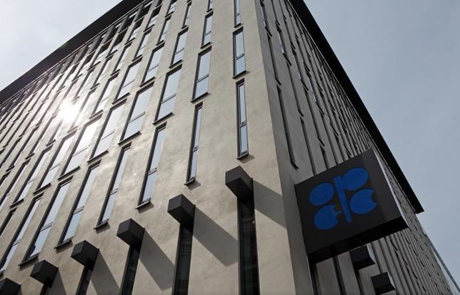 2月14日、ナイジェリアのカチク石油資源相は、世界的な原油相場安にどのように歯止めをかけるべきなのか決断すべきとのコンセンサスがOPEC内部で形成されつつあるとの認識を示した。ウィーンのOPEC本部で昨年8月撮影(2016年 ロイター/HEINZ-PETER BADER)