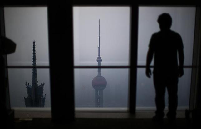 2月15日、中国銀行業監督管理委員会によると、中国の不良債権は2015末時点で1兆2700億元(1956億3000万ドル)と9月末から881億元増加し、2006年第2・四半期以来約10年ぶりの高水準となった。写真は2014年3月、ッ上海で(2016年 ロイター/Carlos Barria)