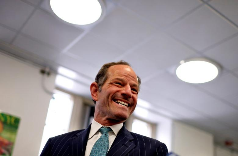 Former New York State Governor Eliot Spitzer arrives to cast his vote in the Democratic primary election on Manhattan's upper east side in New York, September 10, 2013.   REUTERS/Mike Segar