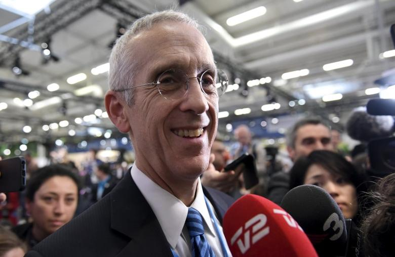 U.S. Special Envoy for Climate Change Todd Stern is surrounded by reporters after the final draft of the climate pact was presented during the COP 21 United Nations conference on climate change on December 12, 2015 at Le Bourget, on the outskirts of Paris.  REUTERS/Mandel Ngan/Pool  - RTX1YCX1