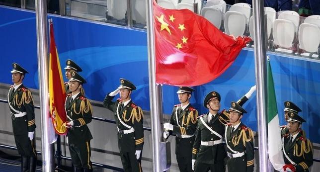 2月17日、中国外務省の洪磊報道官は、軍が南シナ海の島に地対空ミサイルを配備したことに関する質問に対し、領土内であればいかなる配備も合法であると答えた。写真は上海で2011年7月撮影(2016年 ロイター/Issei Kato)