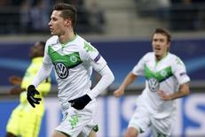 Julian Draxler comemora gol do Wolfsburg sobre o Ghent.  17/2/2016.  REUTERS/Francois Lenoir