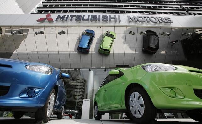 2月18日、三菱自動車は、2005年9月から14年10月に生産した「デリカ」や「アウトランダー」など8車種計約37万台を日本でリコールすると発表した。都内の同本社で2013年4月撮影(2016年 ロイター/Toru Hanai)